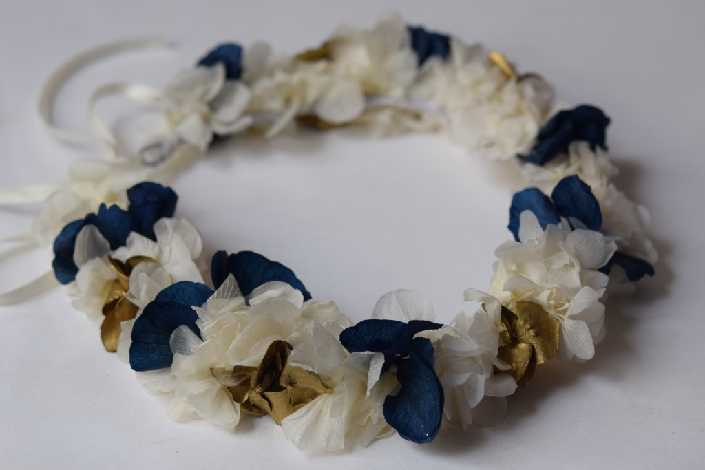 Crown made of blue, white and gold stabilized hortensia